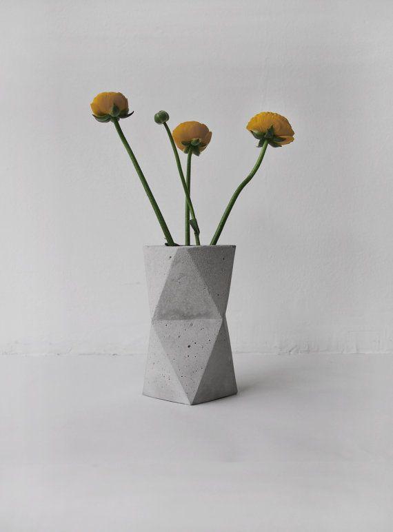 geometric concrete vase by frauklarer