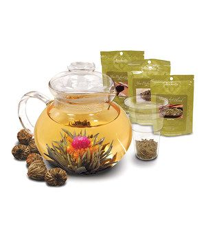 Brew a delicious cup of tea with this exquisite glass teapot and loose tea infuser. A beautiful gift, this set comes with six flowering green tea blossoms and loose tea in black, white and green varieties.