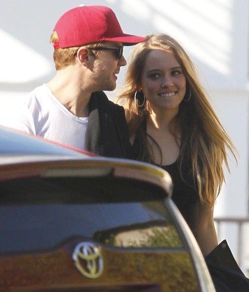 Ryan Phillippe Pictures - Ryan Phillippe And His New Girlfriend Leaving Hugo's Restaurant - Zimbio