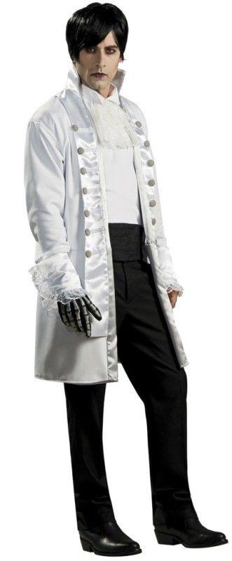 Ce déguisement Lord vampire homme est de style gothique avec long manteau gothique blanc, tunique et jabot, bal des Vampires, déguisements Halloween.