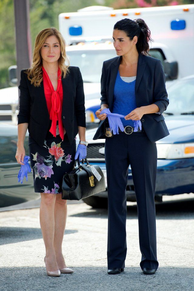 Still of Angie Harmon and Sasha Alexander in Rizzoli & Isles