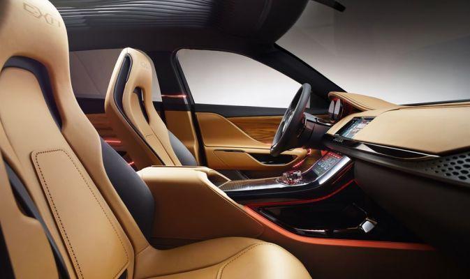 """#Jaguar C-X17: per l'Asia e per 5. Presentata al Salone di #Guangzhou la versione del #concept Jaguar dedicata al mercato asiatico. E' verniciato in """"Oro Liquido"""", i dettagli sono realizzati in nero opaco, gli interni bicolori e i cerchi in lega leggera da 23"""". E, a differenza dei precedenti, è a cinque posti."""