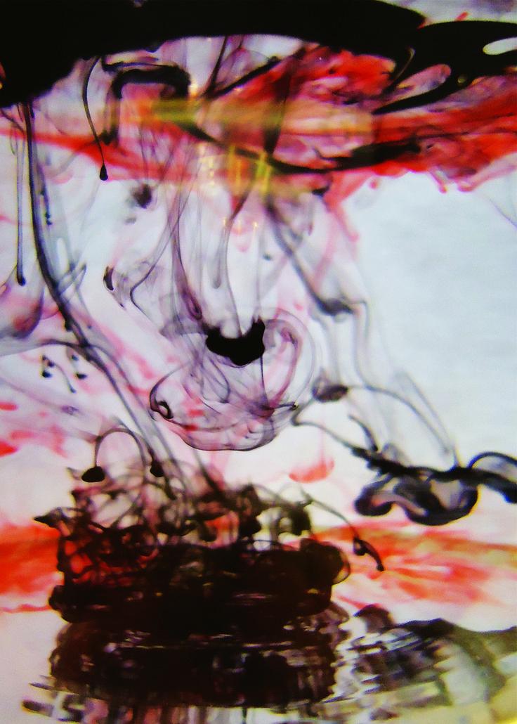 foto van ecoline in water gedrupt. Het idee hierachter is een verwijzing naar de oude ideeën over de psyche. Volgens de oude Grieken werd de gemoedstoestand van mensen bepaald door het (on)evenwicht tussen vier lichaamssappen of, in het Latijn, humores: bloed (Grieks haima, Latijn sanguis), gele gal (Grieks xanthè cholè), zwarte gal (Grieks melaina cholè) en slijm (Grieks phlegma). Deze foto is een uitbeelding van de desbalans hiertussen.
