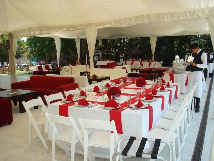 Mesa rectangular con sillas primavera y mantel en tira de gato color rojo - Mantel para mesa exterior ...