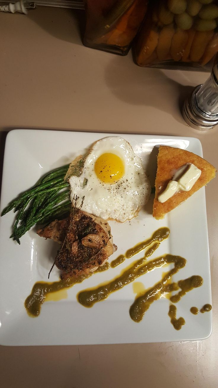 [homemade] cast iron cornbread pan seared oven finished chicken thigh asparagus and ancho chili Tomatillo sauce. http://ift.tt/2gp1yRu #TimBeta