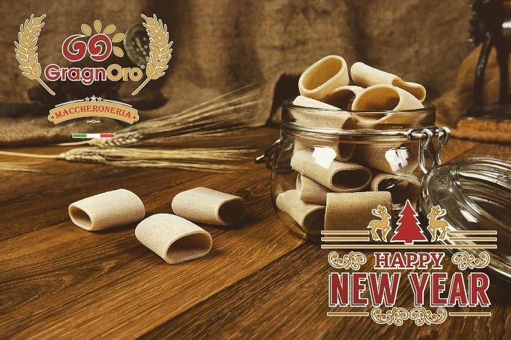 """La cucina è di per se scienza, sta al cuoco farla diventare arte. """"Gualtiero Marchesi""""  #2017 #2018 #bye2017 #capodanno #celebrate #celebration #dec31 #dec312017 #donewith2017 #fun #goals #happy #happynewyear #hello2018 #instagood #jan1 #jan12018 #newyear #newyear2018 #newyears #newyears2018 #newyearscelebration #newyearsday #newyearseve #newyearsparty #newyearsresolution #party #photooftheday #pastagragnoro   Seguici anche su facebook: www.facebook.com/gragnoro"""