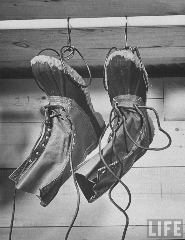 https://i.pinimg.com/736x/66/8c/3b/668c3ba8ea8b03cbd8d8c932b25b5dff--duck-boots-mens-boots.jpg