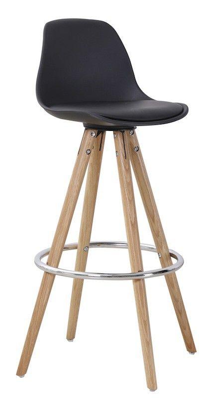 Orso Barstol - Elegant barstol i nordisk stil. Barstolen har et sort plastiksæde og ben i eg, som fuldender det naturlige enkle look. Det buede ryglæn og den praktiske fodstøtte sørger for optimal komfort. Perfekt til hjemmebaren, som spisebordsstol til det høje spisebord eller i køkkenet som ekstra siddeplads. Kombiner med Orso barbord og fuldfør det nordiske look.