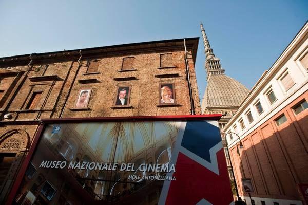 Museo Nazionale del Cinema.  Il Museo è tra i più importanti al mondo per la ricchezza del patrimonio e per la molteplicità delle sue attività scientifiche e divulgative. Ma ciò che lo rende davvero unico è la peculiarità del suo allestimento espositivo. Il museo è ospitato all'interno della Mole Antonelliana, un monumento bizzarro e affascinante, simbolo della Città di Torino. #Torino #Musei