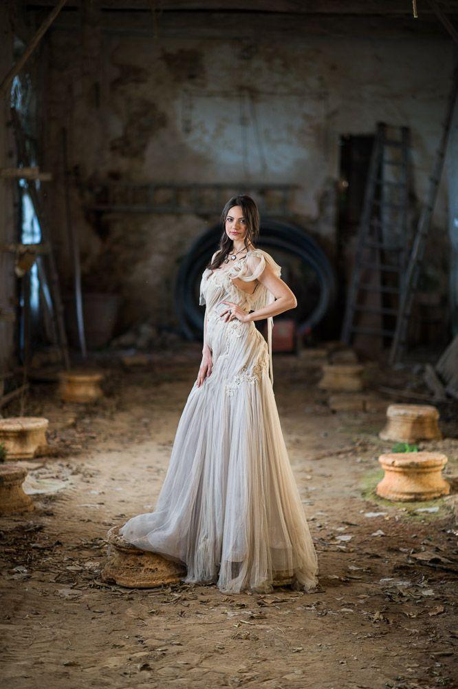 Bride Portrait, Braut, Wedding Photography, Wedding Photographer, Hochzeitsfotografie, Hochzeitsfotograf, Swiss Wedding, Bride Posings, Bride inspiration, wedding dress