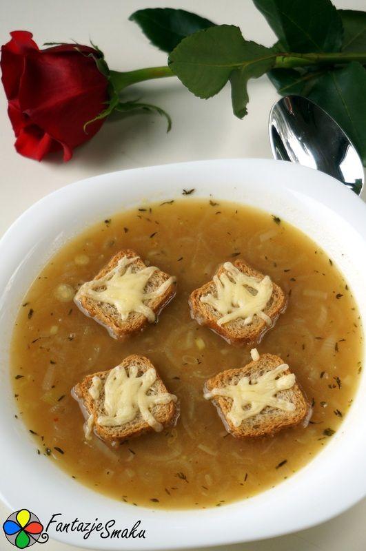 Zupa cebulowa z grzankami http://fantazjesmaku.weebly.com/zupa-cebulowa-z-grzankami.html
