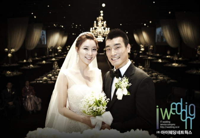 축구선수 조원희-권나연 커플, 행복한 결혼식 올려 - (주)아이웨딩네트웍스 - 플라자