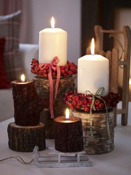 Kerzenschein erhellt die immer kürzer werdenden Tage. Besonders herbstlich sehen sie mit kleinen Kränzen aus Hagebutten aus.