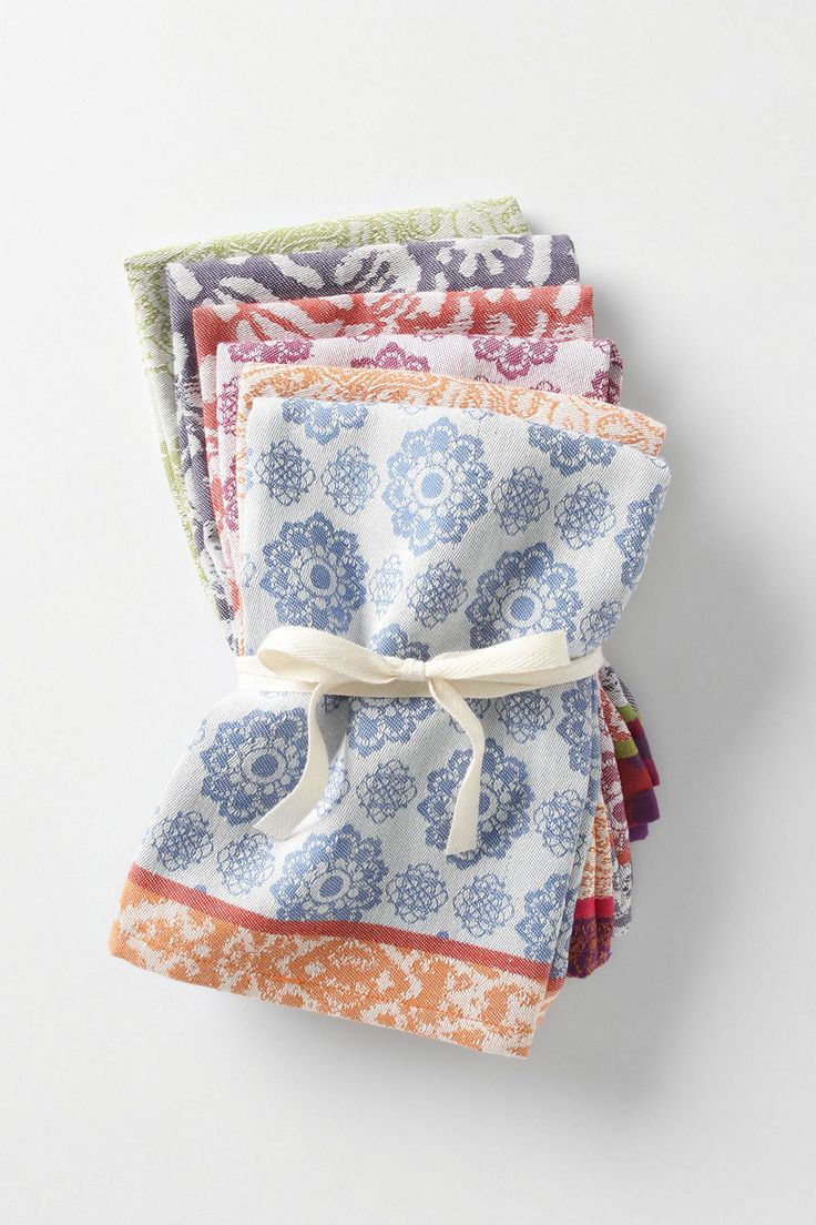 I have been wanting to start a cloth napkin collection and I just love the look of these.