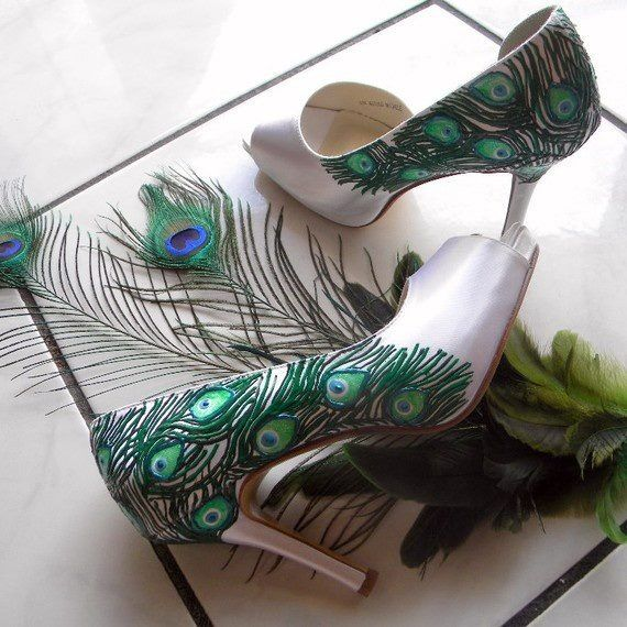 Decoupage shoes with peacock feathers? Yes.I like this idea!!!