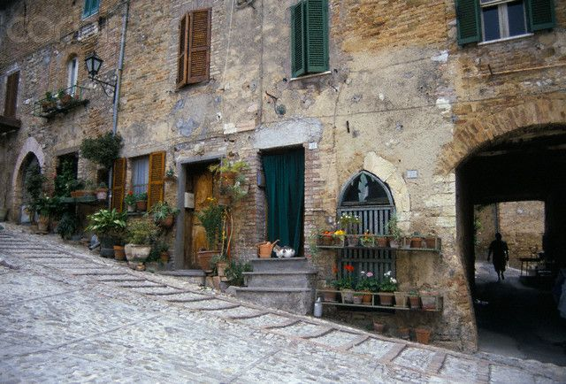 Cobblestone Streets in Italy | Cobblestone Street in ...