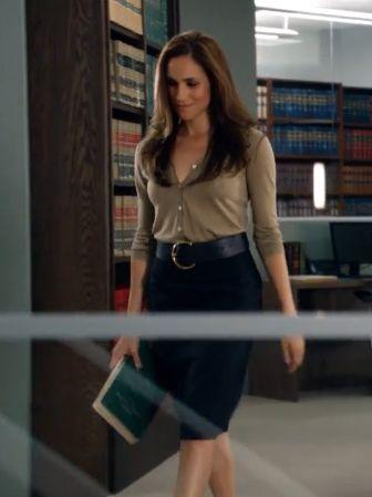 Suits Rachel Zane skirt with belt