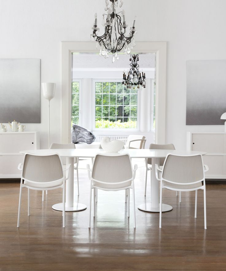 STUA Gas chairs around a large Zero table in white. Discover the most beautiful dining area proposals:  DINING: www.stua.com/dining-space