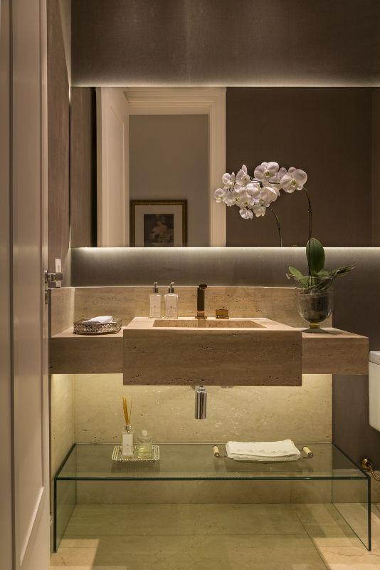 Banheiro Escuro Iluminado e Cuba de Pedra de Banheiro simples de Studio Deux - Viva Decora