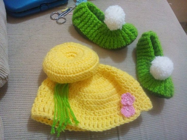 Tinkerbell, touca e sapatilha em crochê