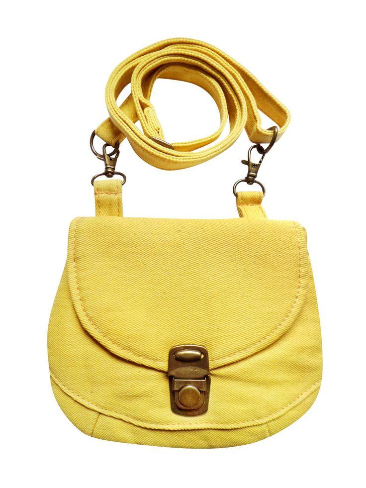 Een multifunctioneel tasje met verstelbare strap in gele denim. Op werkdagen voor 20.00 uur besteld, de volgende dag in huis.