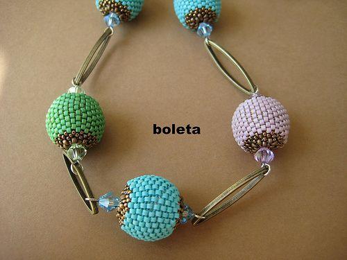 BB de Mimi | Collar fet en BB de Mimi, tupis de 6 mm i forni… | Flickr