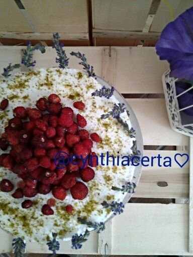 Cake with whipped cream, strawberries and lavender....@cynthiacerta