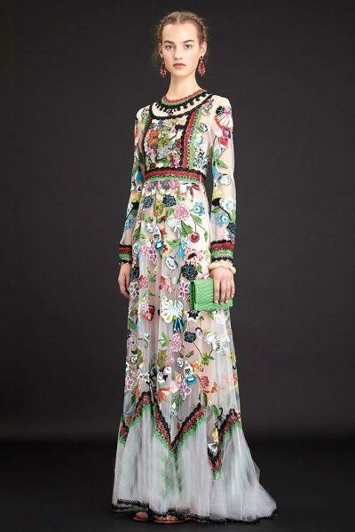 Платье с вышивкой.