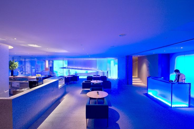 The Optime Spa at Andaz Xintiandi, Shanghai encompasses an indoor heated lap pool built of acrylic and fitted with blue LED lighting, a fully equipped fitness centre, studio room, juice bar and hair salon along with its marvelous Spa services.