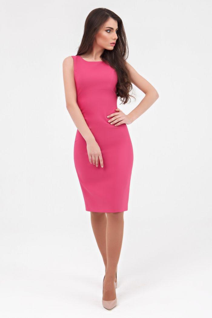 Лаконичное платье цвета фуксии