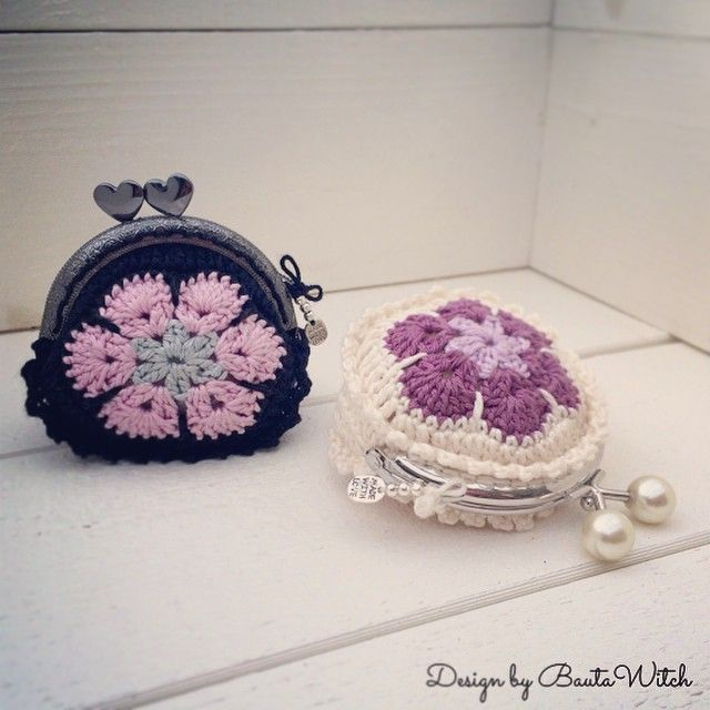Purse of African flowers.   New designs by BautaWitch  In the blog today!  Welcome!   #virka #crochet #virkning
