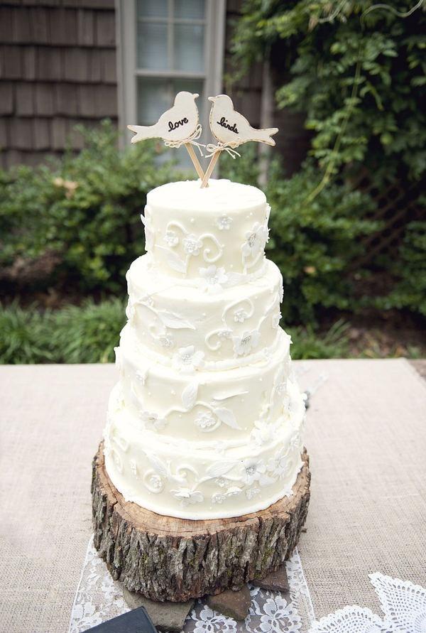 For Scarlett: Sweet Lovebird Cake on a log