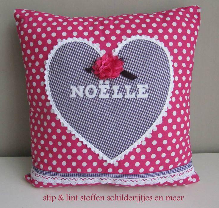 roze hart met vilten letters en kant om het hart mooie afwerking hart  Naaien kussens en
