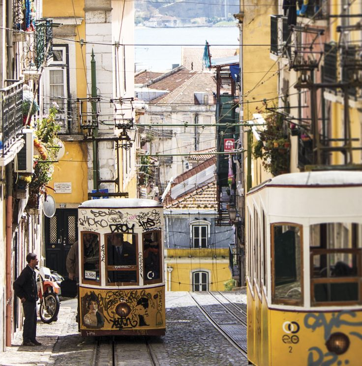 Gorgeous Bairro Alto, Lisboa. You might just be even prettier during Christmas...  #lisboa #lisbon #bairro alto #trams