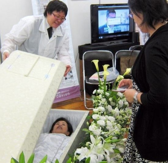 Try Before You Die – Macabre Festival Lets Japanese Try Out Coffins and Funeral Makeup