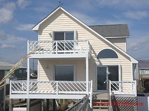 Topsail Island rental: Irish Blues - Oceanfront 4 bedroom house in Topsail Beach,