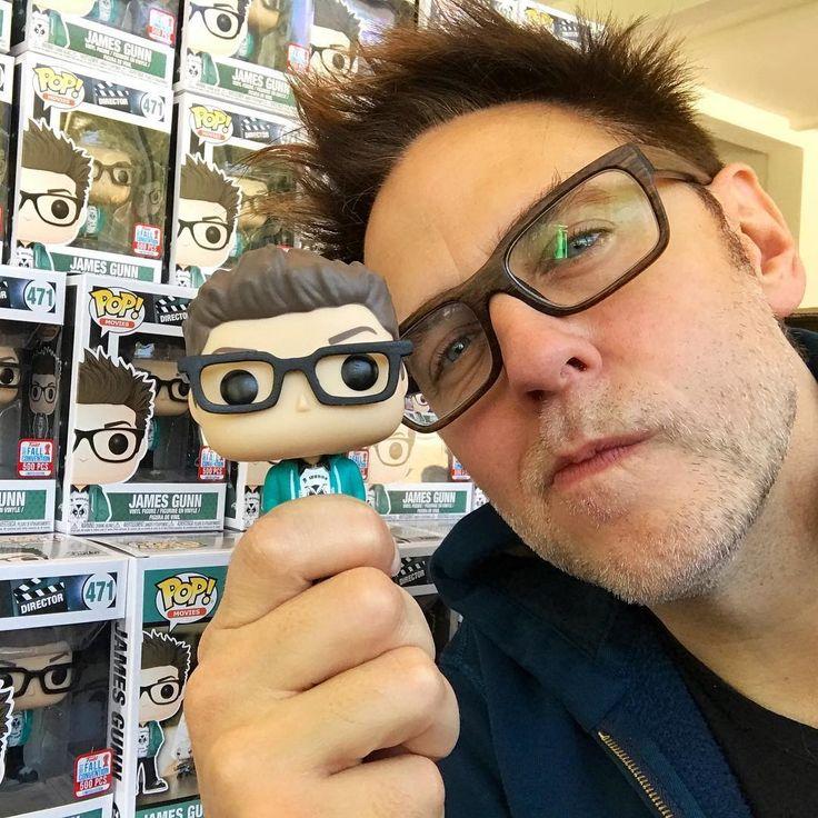 Guardians of the Galaxy Director James Gunn rearranging the toys in Target :「ガーディアンズ・オブ・ザ・ギャラクシー」のおもちゃが売れるように、お店で思わず、商品を並べ替えてしまったジェームズ・ガン監督 ! ! - 映画が大ヒットして、ハリウッドの一流監督になっても、コツコツと地道に小さな営業努力を重ねることを忘れないジェームズ・ガン監督です ! !    CIA Movie News   James Gunn, celeb, Photo, Video, LOL, Guardians of the Galaxy - 映画 エンタメ セレブ & テレビ の 情報 ニュース from CIA Movie News / CIA こちら映画中央情報局です