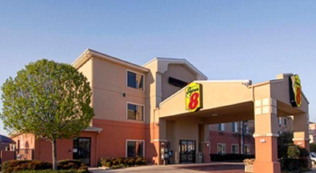 Super 8 Fort Worth North - 2 Star #Hotel - $55 - #Hotels #UnitedStatesofAmerica #FortWorth http://www.justigo.co.uk/hotels/united-states-of-america/fort-worth/super-8-fort-worth_101435.html