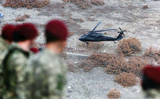 Turkish Special Forces - #Special #Forces #Command #ÖKK aka #Bordo #Bereliler are watching #S70 #Yarasa helicopter of #Special #Aviaton #Group