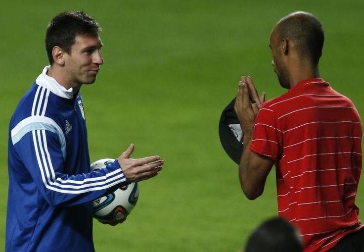 BRASIL 2014. Hincha le lustra botines a Lionel Messi y se lleva un regalo (VIDEO) http://hbanoticias.com/9209
