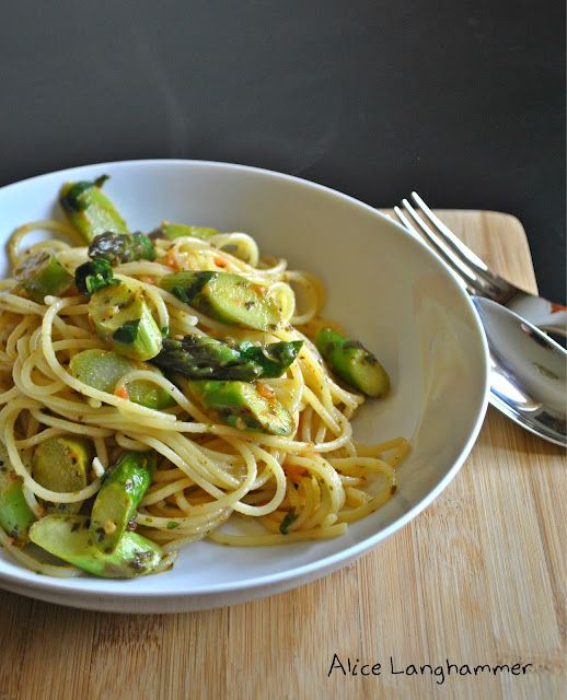 Spaghetti mit grünem Spargel und Tomaten - Spaghetti con gli asparagi e i pomodori