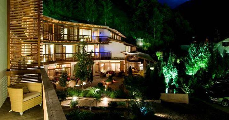 Hotel valle aurina di notte www.feldmilla.com