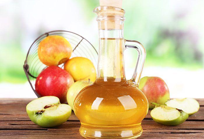 Яблочный уксус, который чаще всего используется для заправки салатов, имеет массу оригинальных способов применения. Он обладает и лечебными, и косметическими, и…