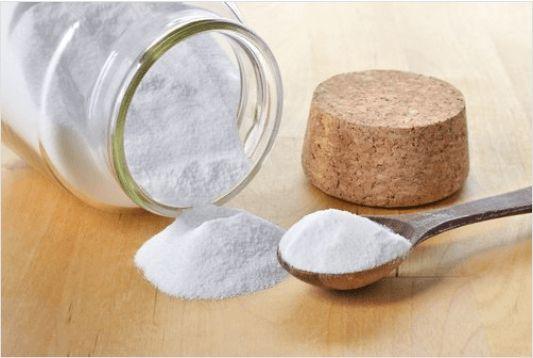 Πώς μπορείτε να χρησιμοποιήσετε τη μαγειρική σόδα στο δέρμα σας; Μάθετε μερικούς εύκολους τρόπους.