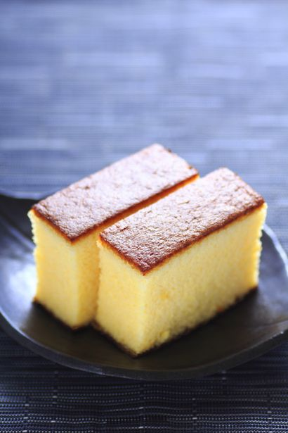 KASUTERA aka CASTELLA ~~~ this sponge cake is a specialty of nagasaki, japan with influence in ingredient and name from portuguese sailors of past (name from pao de castela, sold in long boxes, approximately 27cm long, closest relative is pao-de-lo) recip