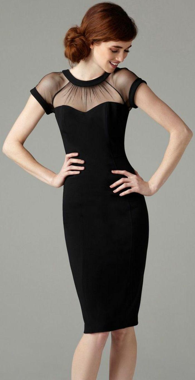 robe longue de soirée avec manches courtes raffinées et de la dentelle  noire transparente autour du