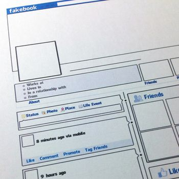 "FREE - Print off this blank ""Facebook"" profile and have your students fill it in with information about book characters, historical figures, scientists and more!"