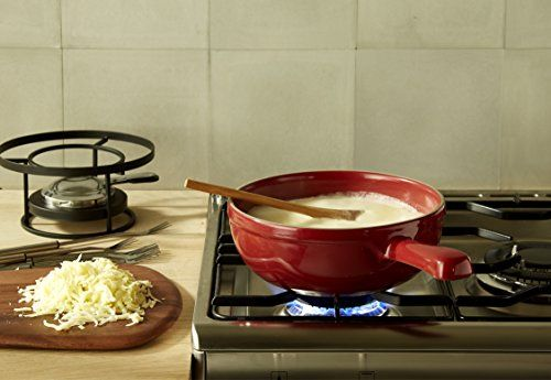 Since 1850, Emile Henry has produced in France a large range of high quality ceramic cooking utensils. With a 10 year guarantee, our products are made from natural materials and have been designed and manufactured in France, in Southern Burgundy. Controlled production, without waste, is part of our daily commitment: the CO2 expelled from