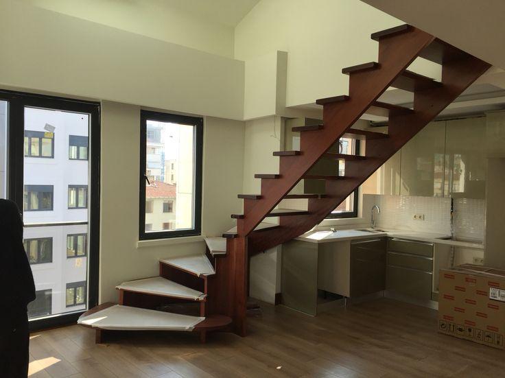 Ahşap taşıyıcılı merdiven