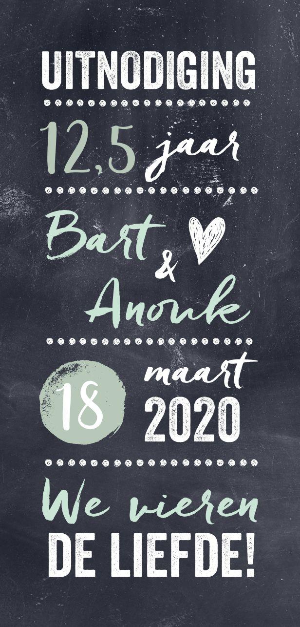 Uitnodiging voor een jubileum met een krijtbord achtergrond en mint kleuren. 12,5 jaar getrouwd is een feestje waard en daar hoort natuurlijk een feestelijke kaart bij!